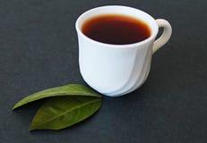 茶和绿色叶子 图库摄影