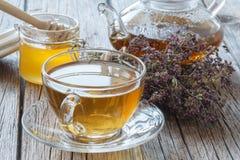茶和breawed医学茶的干herbals 免版税库存照片