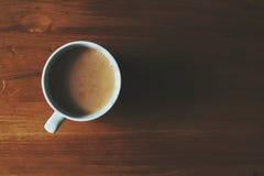 茶在橡木桌上的 免版税库存照片
