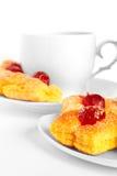 茶在茶碟和蛋糕的 库存图片
