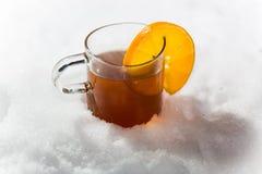 茶在雪的 免版税库存图片