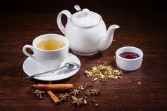 茶壶和一杯茶 免版税库存照片