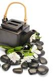 茶壶和石头 免版税图库摄影