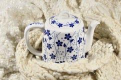 茶壶和羊毛织品 库存图片