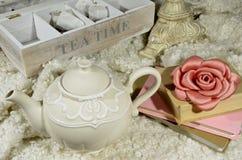 茶壶和茶时间 库存照片