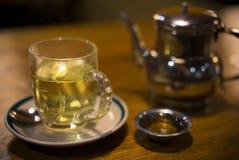 茶壶和绿茶在加德满都,尼泊尔 库存照片