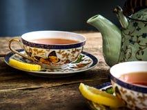 茶壶红茶绿茶老板茶杯 免版税库存照片