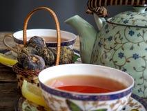 茶壶红茶绿茶 库存图片