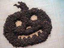 茶庆祝万圣夜 中国人普洱哈尼族彝族自治县茶被计划以万圣夜南瓜的形式 库存图片