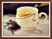 茶杯&钥匙 免版税图库摄影