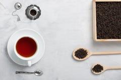 茶生来有福在具体背景的一点茶壶 库存照片