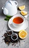 茶用柠檬和薄菏 免版税图库摄影