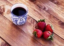 茶用草莓 免版税库存图片