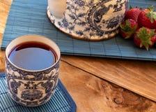 茶用草莓 库存照片