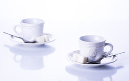 茶的两个杯子用糖 免版税库存图片