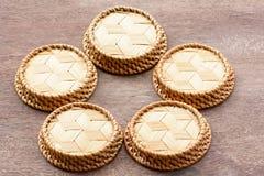 茶碟是编篮艺品的由竹子制成 免版税库存照片