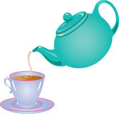 茶罐倾吐的茶 免版税图库摄影