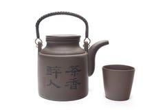 茶罐和杯子 免版税库存图片