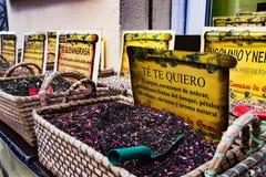 茶颜色在街道商店 库存照片