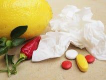茶,胡椒,柠檬自然补救对药片 库存照片
