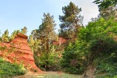 茶黄山在Rousillon 法国 库存图片