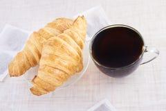 茶 新月形面包 食物 可口 热 奶油被装载的饼干 库存照片