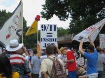 茶Partier叫9/11一个室内工作 免版税库存照片