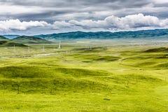 草原和云彩 免版税库存图片