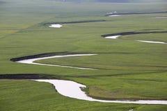 草原,谷,河, 免版税库存图片