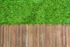 草和陶瓷砖背景 库存图片