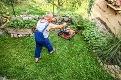 草坪割-夏天草坪割 图库摄影