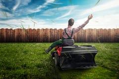 草坪拖拉机 免版税库存照片