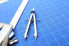 草拟的工具和图纸 铅笔等 免版税库存图片