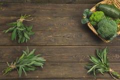 草本和嫩豆在木背景与文本空间或商标 图库摄影