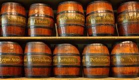 草本存贮的木桶 同种疗法 库存图片