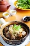 草本猪肉汤炖煮的食物 免版税库存图片
