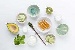 草本秀丽和skinca的皮肤学化妆卫生奶油 免版税库存图片
