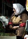 草本耶路撒冷老出售的妇女 库存照片