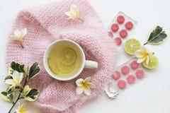 草本蜂蜜柠檬健康饮料heralth喜欢喉咙痛 免版税库存图片