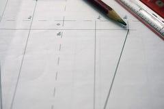 草案、图画、工具和图的准备在桌上 库存照片