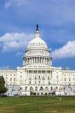 草甸的人们在美国国会大厦大厦前面 库存照片