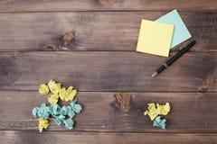 草稿纸和把柄 免版税库存照片