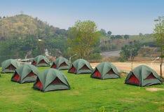 草绿色许多帐篷 免版税库存图片
