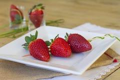 草莓串  免版税图库摄影