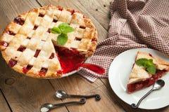 草莓和大黄饼 免版税库存照片