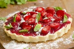 草莓和奶油馅饼 免版税库存图片