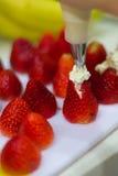 草莓和奶油 免版税图库摄影