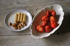 草莓和杏仁 库存照片
