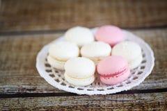 草莓和椰子macarons 图库摄影