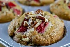 草莓和胡桃酪乳松饼 免版税库存图片